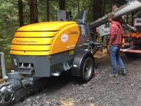 Čerpadlo betónu P718TD nasadené pri stavbe protipovodňových opatrení v Račkovej doline
