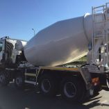 domiesavac betonu na automobilovom podvozku
