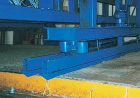 Tandemová lišta pre precízne zarovnanie betónových prvkov ako dodatočne namontované zariadenie na distribútore betónu.