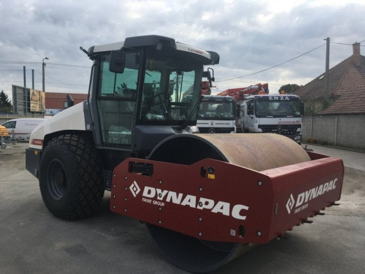 Zemný vibračný valec DYNAPAC CA4000D